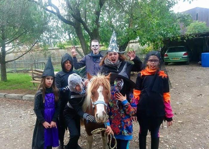 Stage cours animation halloween equitation Poney enfants vacances centre equestre de la dame blanche chaponost lyon rhone