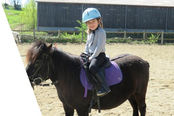 Cours initiation poney eveil bebe enfant centre equestre de la dame blanche chaponost lyon rhone
